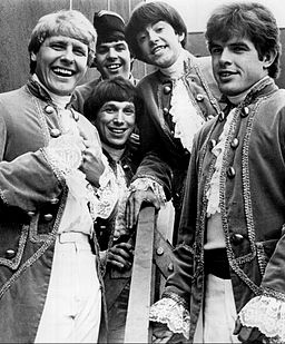 256px-Paul_Revere_and_the_Raiders_1967