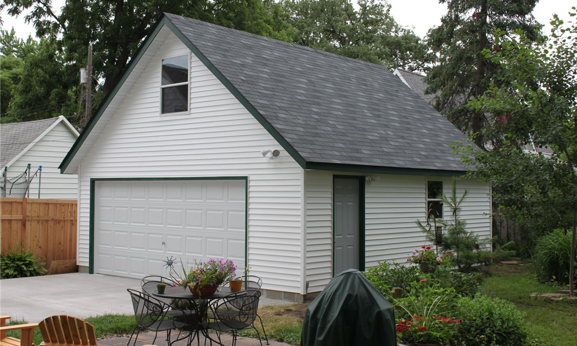 2 car garage with attic trusses.jpg